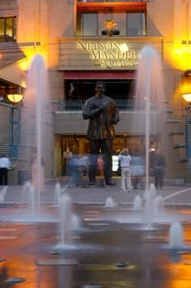Nelson Mandela Square at Sandton City, Gauteng, South Africa Johannesburg Tourism, Sandton Johannesburg, Beaches In The World, Countries Of The World, Places Around The World, The Beautiful Country, Beautiful Places, Fly Travel, New Jerusalem