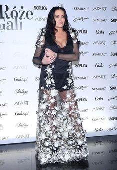 KAYAH . Sequin Skirt, Vogue, Sequins, Skirts, Fashion, Moda, Sequined Skirt, Fashion Styles, Skirt
