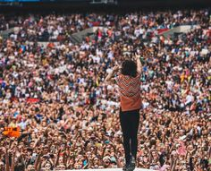Harry totally working the crowd