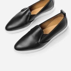 The Everlane Street Shoe in a luxurious and durable full grain leather, finished to a smart shine 100% full grain leather upper and footbed Elastic at shoe tongue for easier fit Handcut soles made from four layers of foam