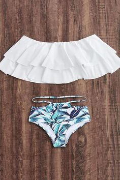 To find out about the Flounce Layered Neckline Jungle Print Bikini Set at SHEIN, part of our latest Bikini Sets ready to shop online today! Bathing Suits For Teens, Summer Bathing Suits, Cute Bathing Suits, Cute Swimsuits, Women Swimsuits, Modest Swimsuits, Bikini Sets, Jugend Mode Outfits, Summer Outfits