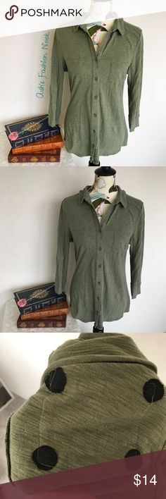💠Just in💠 Merona-Olive long sleeved shirt 🌸Brand: Merona🌸 Color(s): olive green Size: large Stretch: yes Fabric Content: 100% cotton Condition: EUC!  Note: no flaws! Great layering piece.  Measurements:  Pit to pit: ~20 inches Length: ~28 inches Shoulders: ~19 inches Sleeves: ~19.5 inches 3/4 sleeves  📦Bundle your likes, and I will send you a no obligation offer. Or, submit a reasonable offer!📦(A) Merona Tops Tees - Long Sleeve