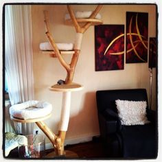 DIY scratching tree. Love the sisal scratching opportunities and wonderful round cat perches! #cats #CatTree