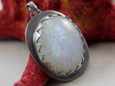 Kamień księżycowy i oksydowane srebro, wisior - ChileArt