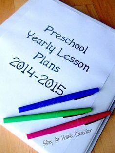 How to write preschool lesson plans a year in advance - Stay At Home Educator, this is a great post on how to plan ahead for the new school year! For possible daycare or just Carson Preschool Lesson Plans, Preschool Education, Preschool At Home, Preschool Themes, Preschool Kindergarten, Preschool Learning, Preschool Curriculum Map, Toddler Lesson Plans, Pre K Lesson Plans