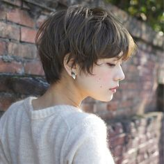 Lovely Layers - 50 Trendiest Short Blonde Hairstyles and Haircuts - The Trending Hairstyle Short Dark Hair, Short Hair Cuts, Vibrant Hair Colors, Haircut And Color, Trending Haircuts, Grunge Hair, Short Hairstyles For Women, Layered Hair, Hair Today