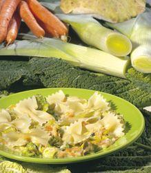 Recept » Colruyt Culinair Strikjes met saus van wintergroenten