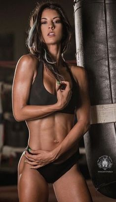 Moms Fitness Workout Routines That Actually Work. When it comes to moms fitness workout routines that work, it can be challenging to find the right one for you since there is so much misinformation in the Girls With Abs, Ripped Girls, Gym Girls, Abs Women, Sexy Women, Yoga Fitness, Physical Fitness, Ripped Fitness, Personal Fitness