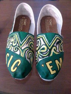 Baylor Sic 'Em TOMS by AmbEli on Etsy, $95.00. Oh my gosh love these!!! i am a baylor student and i would kill for these.