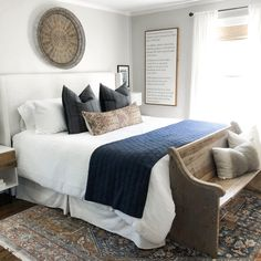 Nail the five-star luxury look with these 11 layered bedding ideas - bedroom quilt ideas Scandi Bedroom, Home Bedroom, Modern Bedroom, Bedroom Decor, White Bedrooms, Bedding Master Bedroom, Home Staging, Smart Bed, Summer Bedroom