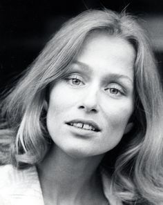 --StartFragment-->American model and actress Lauren Hutton is one of the first women to be celebrated in entertainment with a gap in her teeth. She's been loved for her beautiful, toothy smile since she came on the scene in the <! Pretty People, Beautiful People, Beautiful Women, Beautiful Images, Mauve Makeup, Gap Teeth, Lauren Hutton, Cindy Crawford, Gigi Hadid