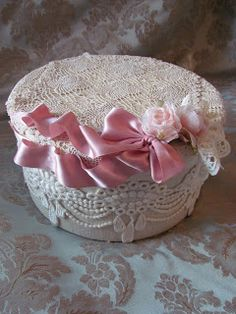Nice design for shabby-chic style covered bowl - potpourri bowl for bedroom or bath? inspiration only, from Lady-Gray-Dreams - shabby chic Cajas Shabby Chic, Shabby Chic Crafts, Shabby Chic Cottage, Vintage Crafts, Memories Box, Romantic Shabby Chic, Shabby Chic Style, Shabby Boxes, Organizer Box