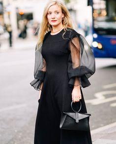 いいね!706件、コメント17件 ― Kate Foley Osterweisさん(@katefoley)のInstagramアカウント: 「London Fashion Week done! On to Milan --> Yesterday wearing this beautiful bag by @complet from…」