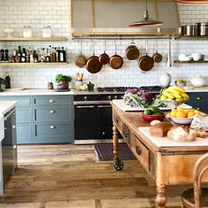 Absolutely gorgeous rustic kitchen. Giannetti Designs