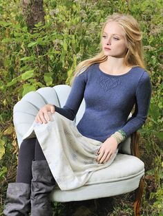 vladimira's shell Design by Vladimira Cmorej This pieced, long sleeve, scoop neck pullover is anything but ordinary. Knit with Alpaca Silk yarn from Blue Sky Alpacas. Knit Patterns, Clothing Patterns, Blue Sky Fibers, How To Purl Knit, Knit Purl, Cute Crochet, Pulls, Sweaters For Women, Pullover