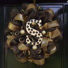 Poly Deco Mesh--New Orleans Saints Wreath via Etsy Wreath Crafts, Diy Wreath, Wreath Making, Wreath Ideas, Tulle Wreath, Burlap Wreaths, Christmas Mesh Wreaths, Holiday Wreaths, Winter Wreaths