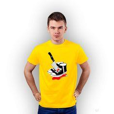 T-shirt męski z nadrukiem z trampkami AUUĆ żółty  #tshirt #nadruk #żółty #koszulka #męski #men #auć #tshuttle