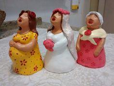 Bonequinhas de cerâmica.
