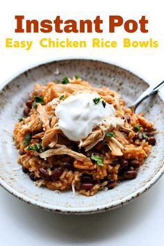 Instant Pot Chicken Rice Bowls--An easy dump and go recipe with chicken, rice (of your choice), enchilada sauce, black beans and spices. Prep for lunch too! Instant Pot Pressure Cooker, Pressure Cooker Recipes, Pressure Cooking, Slow Cooking, Cooking Pasta, Cooking Bacon, Cooking Time, Chicken Rice Bowls, Cooking Recipes
