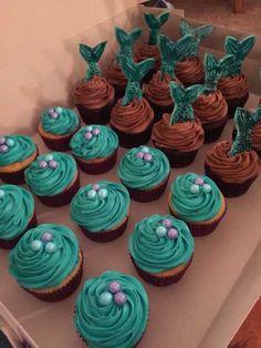 VEM VER >>> 59+ Ideias de Cupcake Sereia #Receitas #Ideias #Decoração #Cupcake Mermaid Birthday Cakes, Little Mermaid Birthday, Little Mermaid Parties, Birthday Cupcakes, Little Mermaid Cupcakes, 9th Birthday Parties, Birthday Ideas, Baby Party, Cupcake Cakes