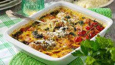 Läckert krämig gratäng med kyckling, tomater, spenat och parmesan. Och så praktiskt med hela middagen i en form!