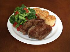 Rondelli de Presunto e Queijo ao Molho Sugo, Picanha Bovina Grelhada, Salada de Agrião, Alface Crespa Verde e Tomate Seco.