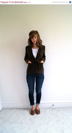 ON SALE. Vintage Velvet Blazer. Fitted Jacket. Chocolate Brown. 70s. Small.