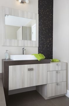 1000 images about salle de bains on pinterest armoires sons and style. Black Bedroom Furniture Sets. Home Design Ideas