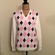 """[BROOKS BROTHERS] argyle sweater Brooks brothers argyle sweater // size S // 24"""" long // 23.75"""" sleeves // perfect with black pants or jeans // classic look // Brooks Brothers Sweaters V-Necks"""