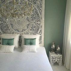 Mooi wandpaneel van simply pure (Facebook) in een Marokkaans georiënteerde slaapkamer!