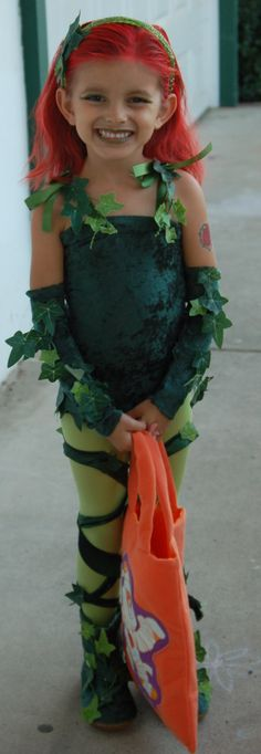 DIY Poison Ivy Costume for Halloween! Poison Ivy Costume Kids, Posion Ivy Costume, Cute Costumes, Halloween Costumes For Girls, Halloween Dress, Diy Halloween Costumes, Baby Costumes, Halloween Cosplay, Halloween Kids