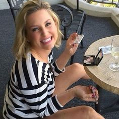 Jessica Capshaw, Greys Anatomy Characters, Greys Anatomy Cast, Sara Ramirez, Camilla Luddington, Grey Anatomy Quotes, Gray Aesthetic, Lovely Smile, Stunning Women