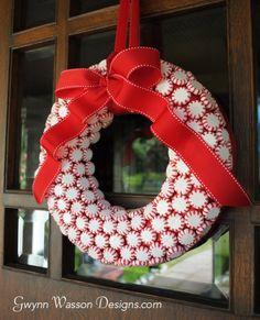 Peppermint Candy Christmas Wreath | DIY Christmas Wreaths | Holiday Creative DIY Wreath Ideas