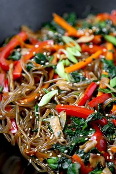 A savory, sweet and nutty Japchae Recipe that marries chewy Korean glass noodles with stir-fried veggies. Ready in 16 minutes from start to finish! Easy Soup Recipes, Chicken Recipes, Dinner Recipes, Cooking Recipes, Glass Noodles Recipe Chicken, Veggie Fries, Veggie Stir Fry, Japchae Recipe Korean, Korean Glass Noodles