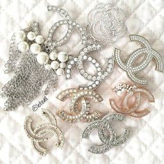 Yes pls Gucci Jewelry, Jewelry Art, Jewelry Accessories, Fashion Accessories, Fashion Jewelry, Jewellery, Bracelet Chanel, Coco Chanel Fashion, Diamond Are A Girls Best Friend