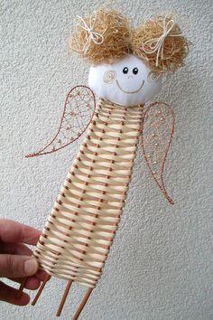 es un angel muy lindo para decorar nuestro arbolito por estos tiempos de navidad