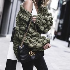 cm Crochet Cardigan Pattern, Knitting Designs, Fashion Addict, Outfit Of The Day, Knitwear, Winter Outfits, Look, Winter Jackets, Street Style