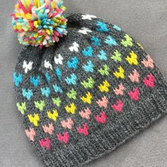 HANNAH: Handknit hat, rainbow hearts, pompom, large child / teen / adult size HANNAH hat for girls / women Size: child / teenager / adult (approx. 5 years fits small adults) HAND-KNITTED with care f. Fair Isle Knitting, Loom Knitting, Knitting Socks, Baby Knitting, Knitting Patterns, Crochet Patterns, Crochet Slouchy Hat, Knitted Hats, Knit Crochet