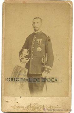 Teniente Coronel de Infantería. Fotografiado en estudio Dudoux, (C/Urbieta, Nº 16) a finales del XIX o principios del XX.