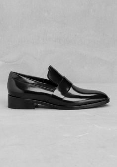 LYKKE LI Crafted from smooth semi-glossy leather, these loafers feature a timeless silhouette.