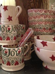 Emma Bridgewater red star & Joy www. Christmas Dinnerware, Christmas Dishes, Christmas Kitchen, Red Christmas, Xmas, Scapa Home, Emma Bridgewater Pottery, Holly Wreath, English House