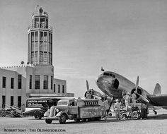 日曜版IX - ペブルビーチツアー - ハドソン救急車 - 蛇の隠れた謎の車 - テキサスサービストラック  オールドモーター