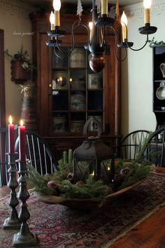 primitive homes decor Primitive Dining Rooms, Primitive Homes, Primitive Kitchen, Country Primitive, Primitive Bedroom, Primitive Antiques, Primitive Country Decorating, Primitive Pillows, Primitive Furniture