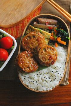 白米 蓮根のはさみ焼き 青葱入り卵焼き 牛蒡の黒酢煮 小松菜と人参の海苔和え サラダ
