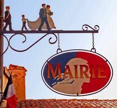 Pour un peu on aurait envie de se marier ou de se re-marier... / Mairie. / France.