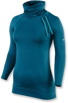 With the Nike Pro Hyperwarm Side Tie top, staying warm during cold-weather workouts doesn't mean sacrificing style.