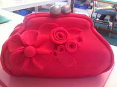 My handbag cake Handbag Tutorial, Handbag Cakes, Shoe Cakes, Couture Cakes, Cake Craft, Cakes For Women, Just Cakes, Decorated Cakes, Amazing Cakes