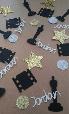 These beautiful,unique and personalize confetti are perfect for your party decoration. Item description: - Glittery Gold stars - Glittery Gold circles - Oscars Statue - Movie Film - Name (if desired) To personalize your order please send us a note upon checkout with the custom