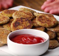 Wie nuggets zegt, denkt al gauw aan de kipnuggets van McDonalds. Maar je kan zelf thuis hele gezonde groentennuggets maken waar je je vingers bij af zal likken! INGREDIËNTEN 3 wortelen, geschild en in stukken gesneden ½ bloemkool, in roosjes gebroken 1 broccoli, in roosjes gebroken 2 teentjes knoflook, fijngesneden 1 ei ½ theelepel uienpoeder …