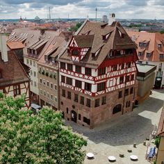 House of the world famous painter Albrecht Dürer - a beautiful half-timbered house where there's a lot to see! World Famous Painters, European River Cruises, Walter Gropius, Bavaria Germany, Live In The Now, Wonderful Places, Old Town, Mansions, House Styles